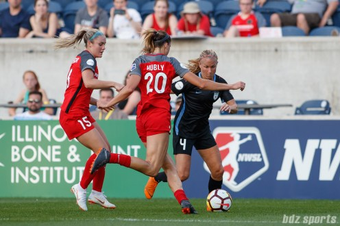 Chicago Red Stars midfielder Alyssa Mautz (4) and Portland Thorns defender Kelli Hubly (20)