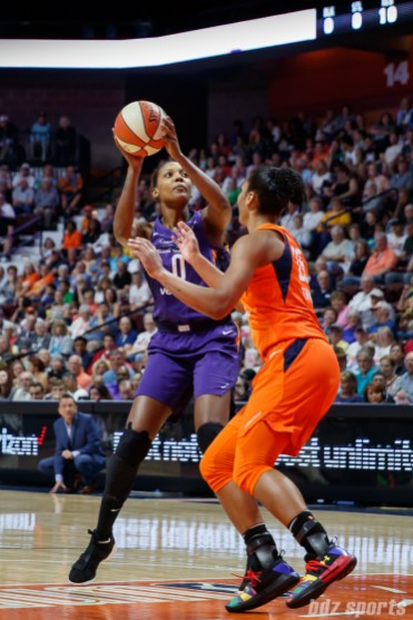 Phoenix Mercury forward Angel Robinson (0)