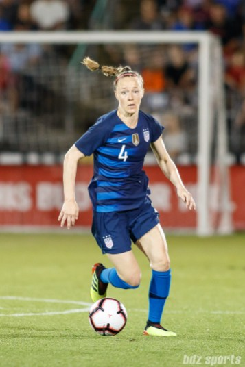 Team USA defender Becky Sauerbrunn (4)