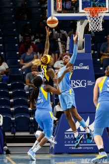 Indiana Fever guard Cappie Pondexter (25) and Chicago Sky guard Diamond DeShields (1)