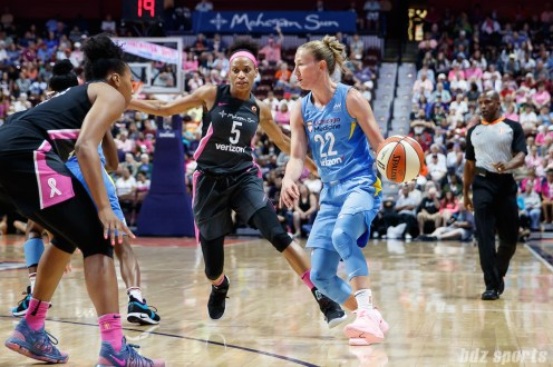 Chicago Sky guard Courtney Vandersloot (22)