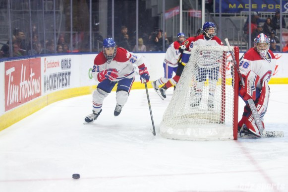 Montreal Les Canadiennes forward Hilary Knight (21)
