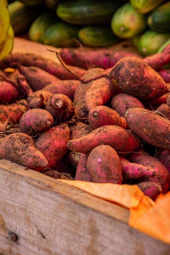 Grenada, Saint-George, Karibik, Gewürze, Gewürzmarkt, Straßenmarkt, Süßkartoffeln