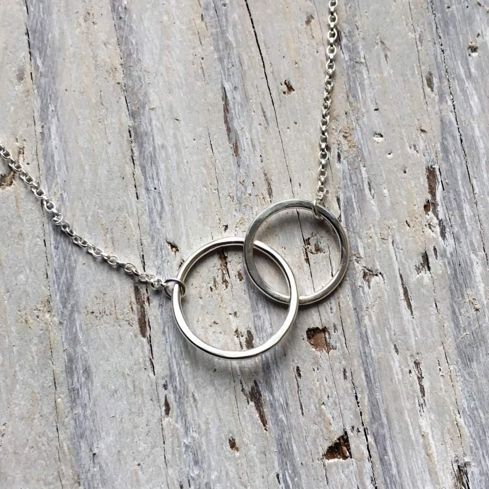 linked circles pendant