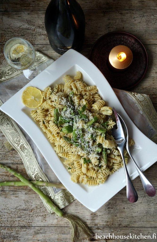 pastasalaatti vappupöytään