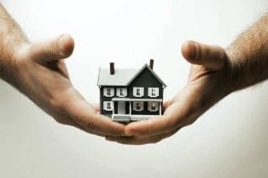 house_in_hands