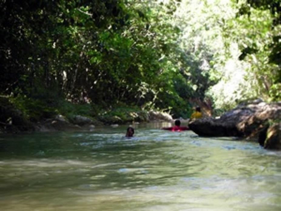 nadandoEnelRio300