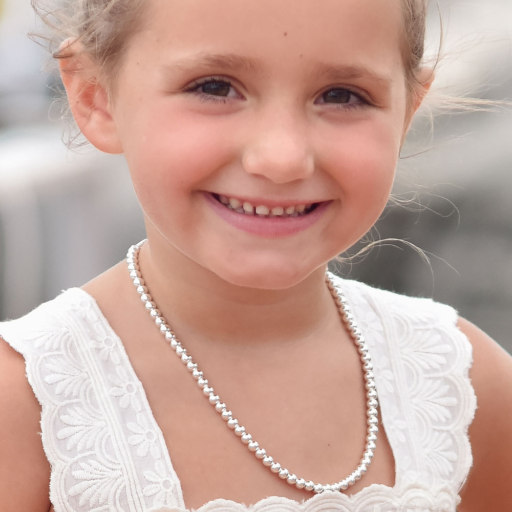 How to Pick the Right Size Jewelry for Your Little Ones