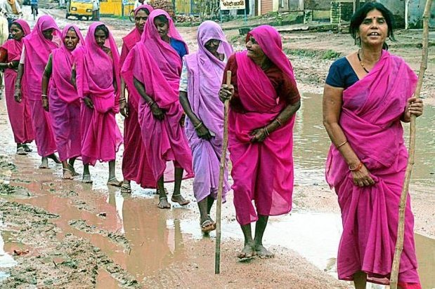 About Gulabi Gang