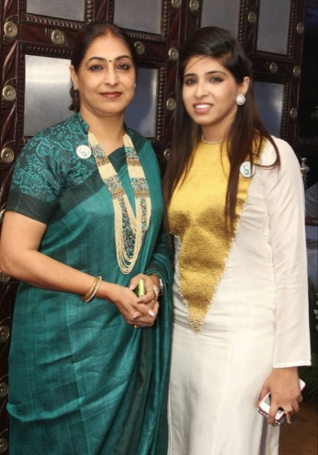 Rashi-Anand-with-her-mother-Poonam-Anand-Be-An-Inspirer