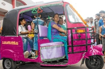 Female-Rickshaw-Drivers-Be-An-Inspirer