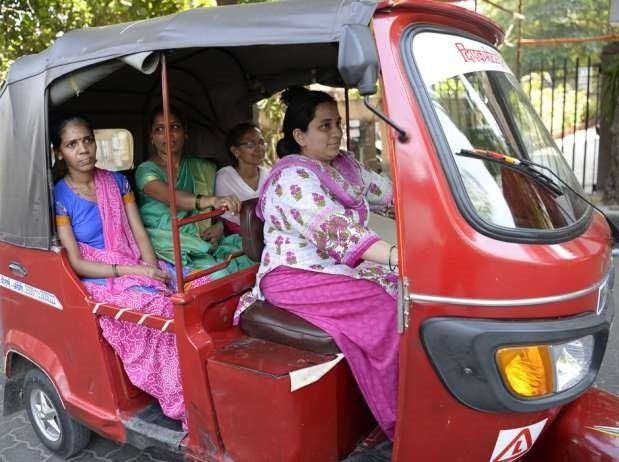 Maharashtrian-Female-Rickshaw-Drivers-Be-An-Inspirer