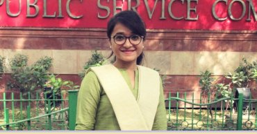 28 Years Old Ummul Kher – Journey from Slums to Cracking UPSC Exams with Disability is Truly Inspiring