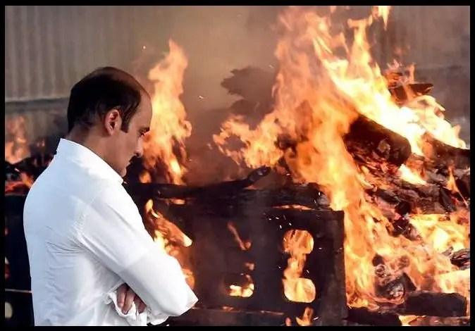 Cremation-of-Vinod-Khanna-at-Worli-Crematorium-Be-An-Inspirer