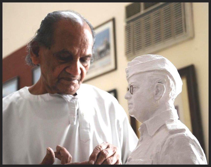 Ram V. Sutar Sculpturing Netaji Subhash Chandra Bose