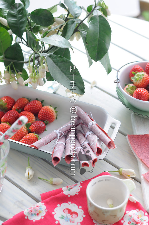 Strawberry_fruit_leather_01