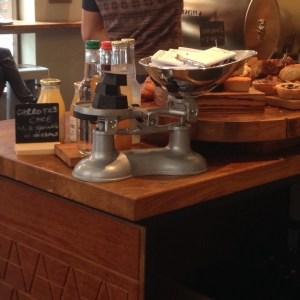 E=mc2 Einstein relativity in a cafe