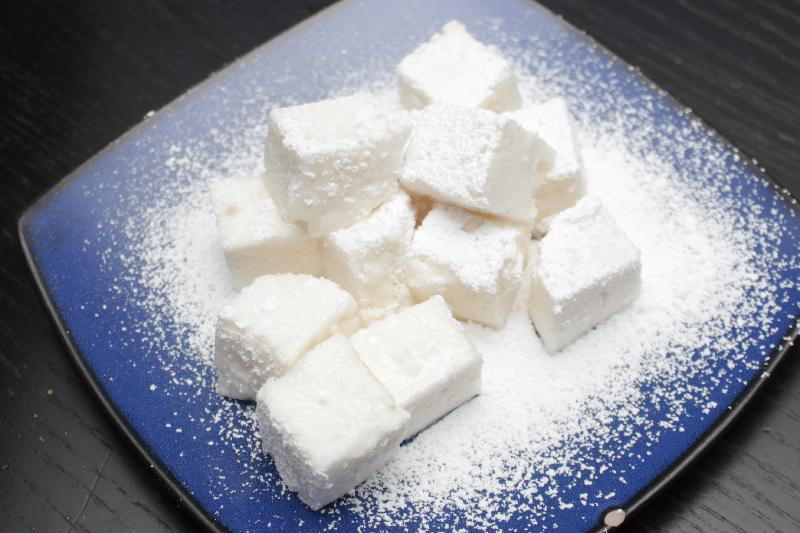 Apple Cider Marshmallows! Elevate the lowly marshmallow by making your own with spiced apple cider! | dessert recipes | apple recipes | BearandBugEats.com