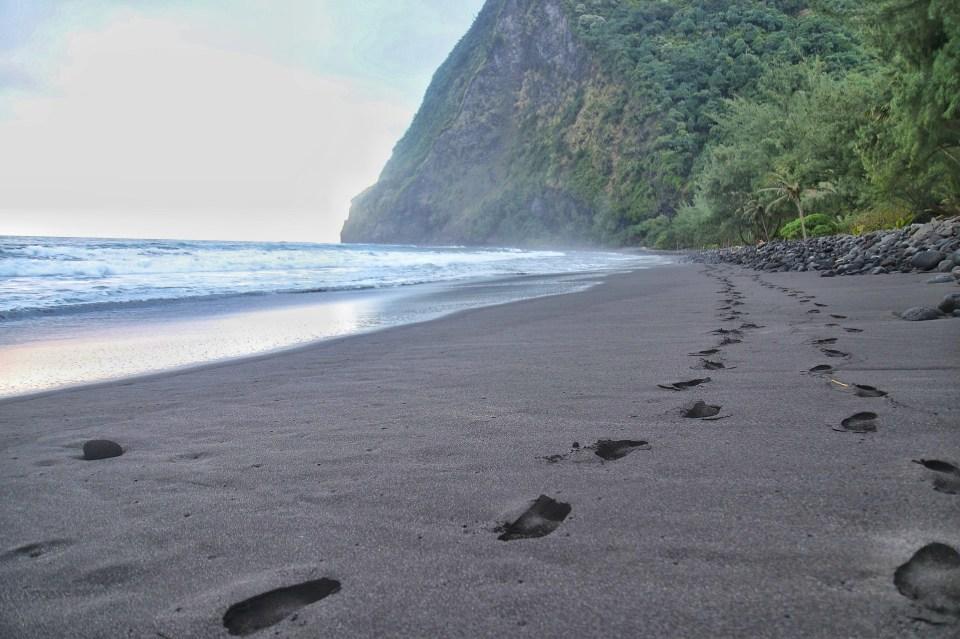 Hiking in Hawaii - Waimanu Valley Hike, Waipi'o Valley, Waimanu Valley, Overlook, Muliwai Trail