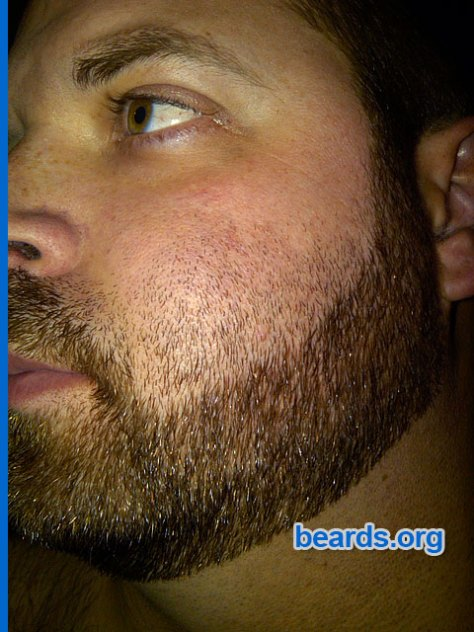 Repairing a bad neck line or cheek line for your full beard: image 1
