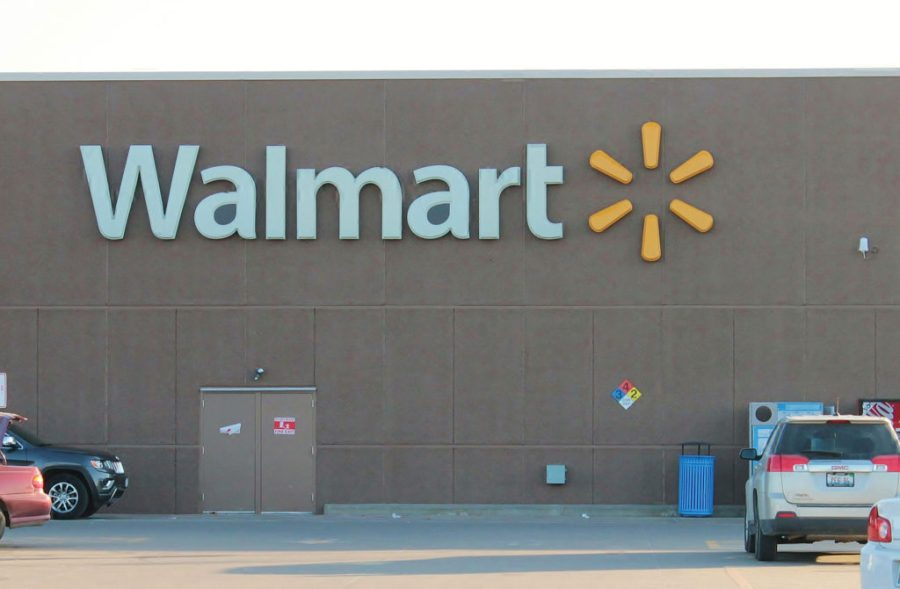 Wal Mart Supercenter     Beardstown  Illinois The Walmart Supercenter has a full grocery and deli department  pharmacy   car tire service center