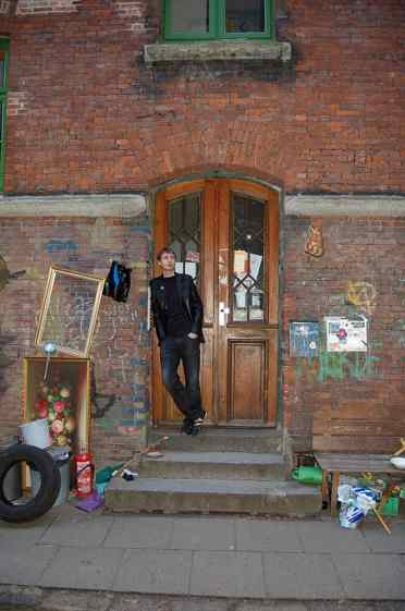 In the Jäger-Passage 1 doorway, Hamburg, 2011
