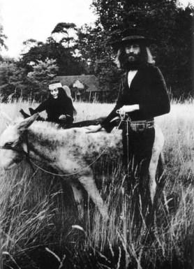John Lennon and Yoko Ono at The Beatles' final photography session, Tittenhurst Park, 22 August 1969