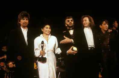 George Harrison, Yoko Ono, Ringo Starr, Julian Lennon and Sean Lennon at the Beatles' induction into the Rock And Roll Hall of Fame, 20 January 1988
