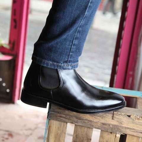 Botín Chelsea en cuero negro para hombre Cassady Black hecho a mano en España por Beatnik Shoes
