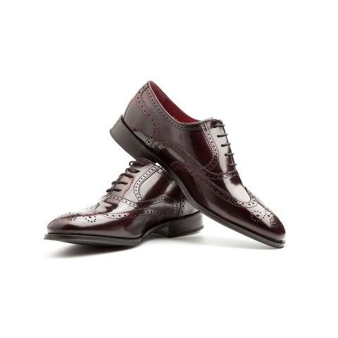 Zapato de estilo Oxford en rojo para hombre hecho a mano en España por Beatnik Shoes