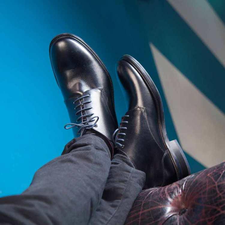 Botines negros para hombre de piel Dylan hechos a mano en España por Beatnik Shoes