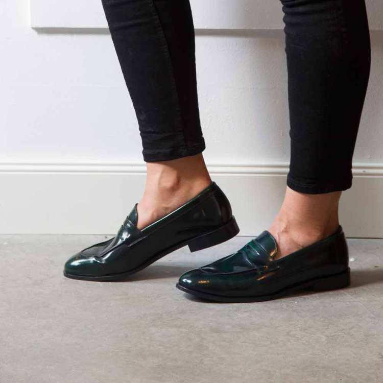 Loafers Castellanos en piel verde para mujer Irma Green hechos a mano por Beatnik Shoes