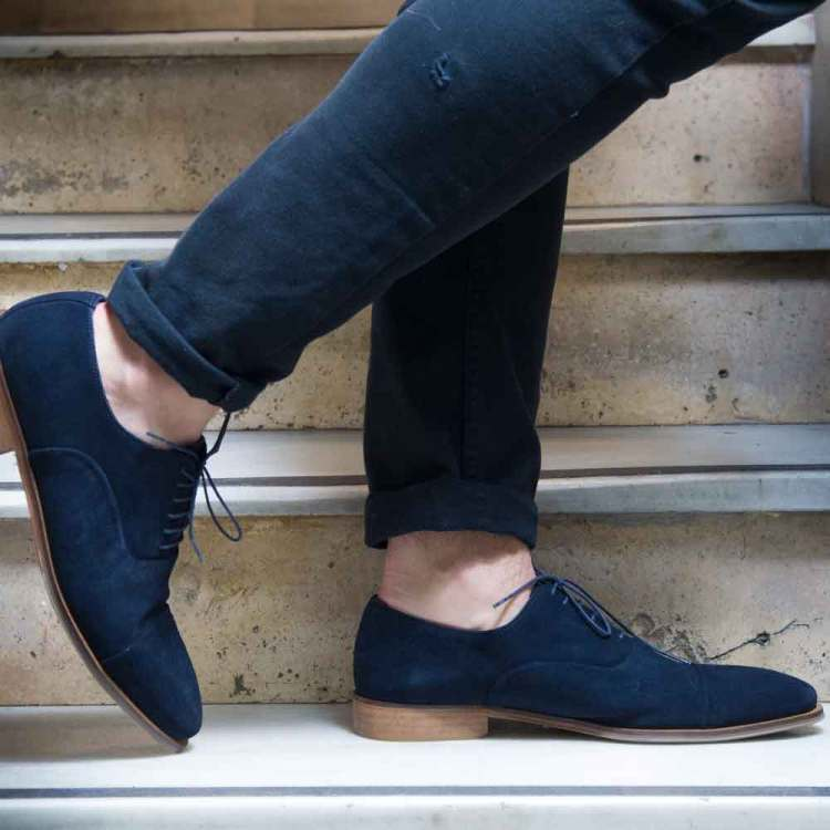 Zapato de cordones estilo Oxford en piel vuelta azul para hombre Corso Blues hecho a mano en España por Beatnik Shoes