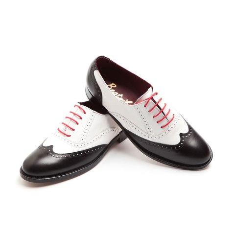 Two-tone Black and White flat lace up for women Lena BW Handmade in Spain by Beatnik Shoes