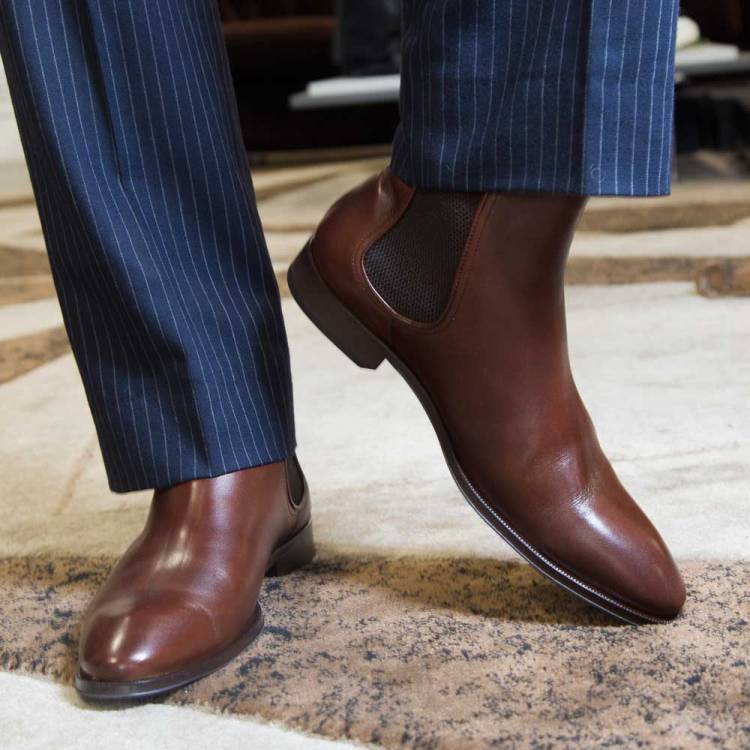 Bota Chelsea para hombre Cassady Brown hecha a mano en España en piel de becerro marrón por Beatnik Shoes