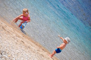 © Beatrice Otto Mykonos children playing on beach