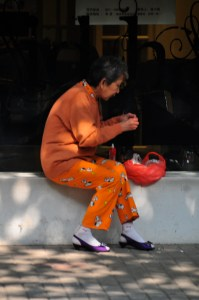 © Beatrice Otto Shanghai lady in orange