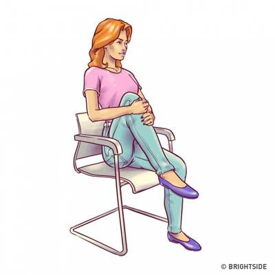 Ασκήσεις για επίπεδη κοιλιά που μπορείτε να κάνετε στην καρέκλα σας (1)