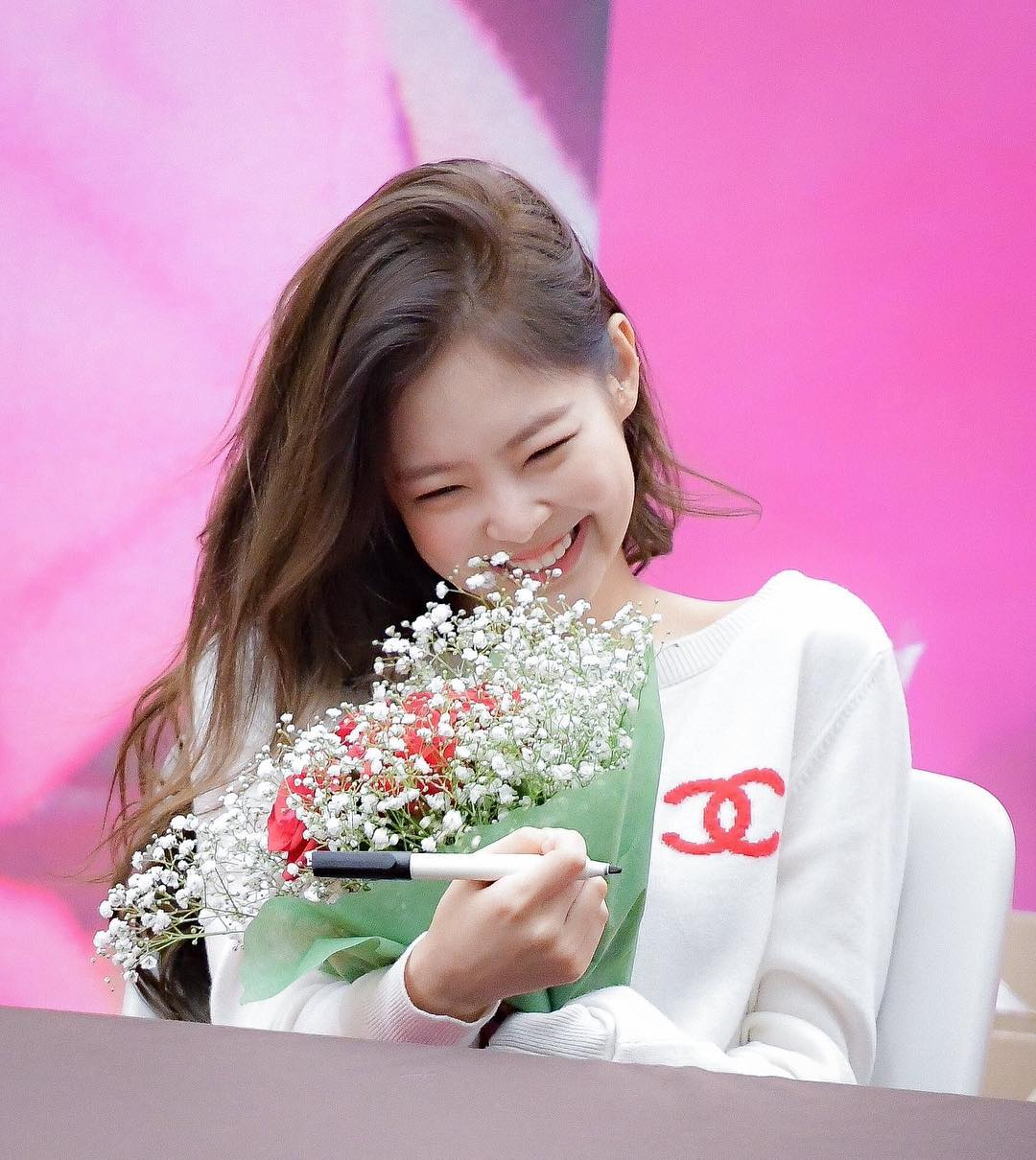 Jennie blackpink smiles