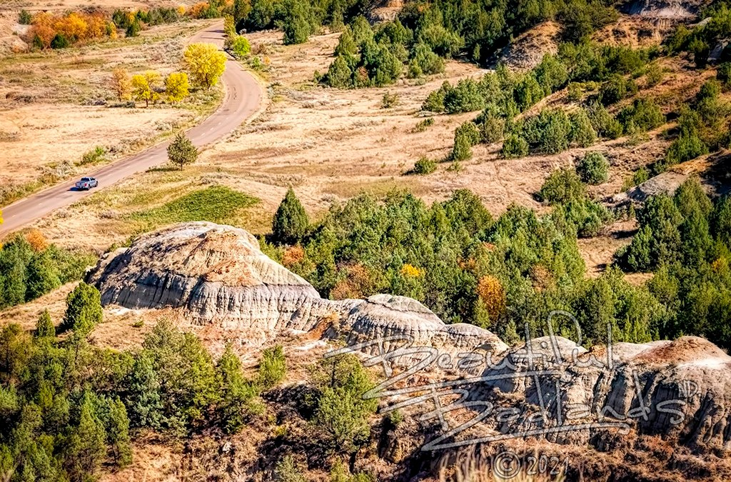 A quick trip for a rewarding autumn hike in the colorful Badlands