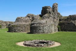 Well and the Keep, Inner Bailey, Pevensey Castle, Pevensey