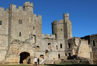 Barbican Gatehouse and North East Tower, Bodiam Castle