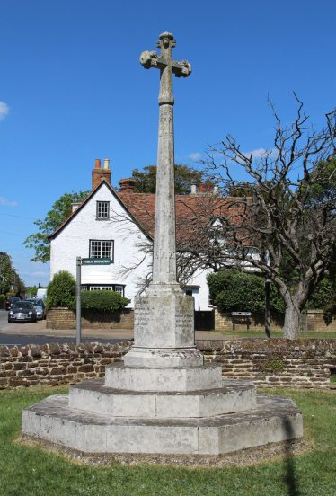 War Memorial, St. James Churchyard, Silsoe