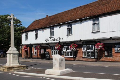 War Memorials and The Anchor Inn, South Benfleet