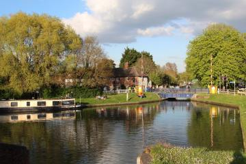 Aldermaston Lock and Lift Bridge, Kennet and Avon Canal, Aldermaston Lock