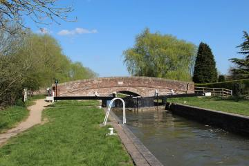 Guyer's Lock No. 84 and Enborne Bridge, Kennet and Avon Canal