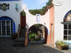 Archway between Lady's Lodge and The Roundhouse, Portmeirion