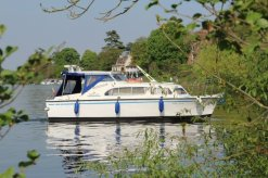 Boat entering Walton Marina, River Thames, Walton-on-Thames