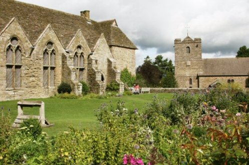Courtyard and the roof covering the well, Stokesay Castle