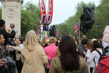 Crowds in The Mall. Royal Wedding, Prince William and Kate, 29th April 2011